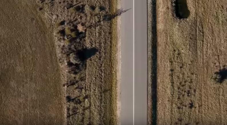 Carretera que describe la soledad en El dia menos pensado