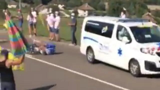 Ciclista Bob jungels es atropellado por una ambulancia