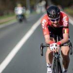 UCI prohíbe apoyar los brazos en el manillar